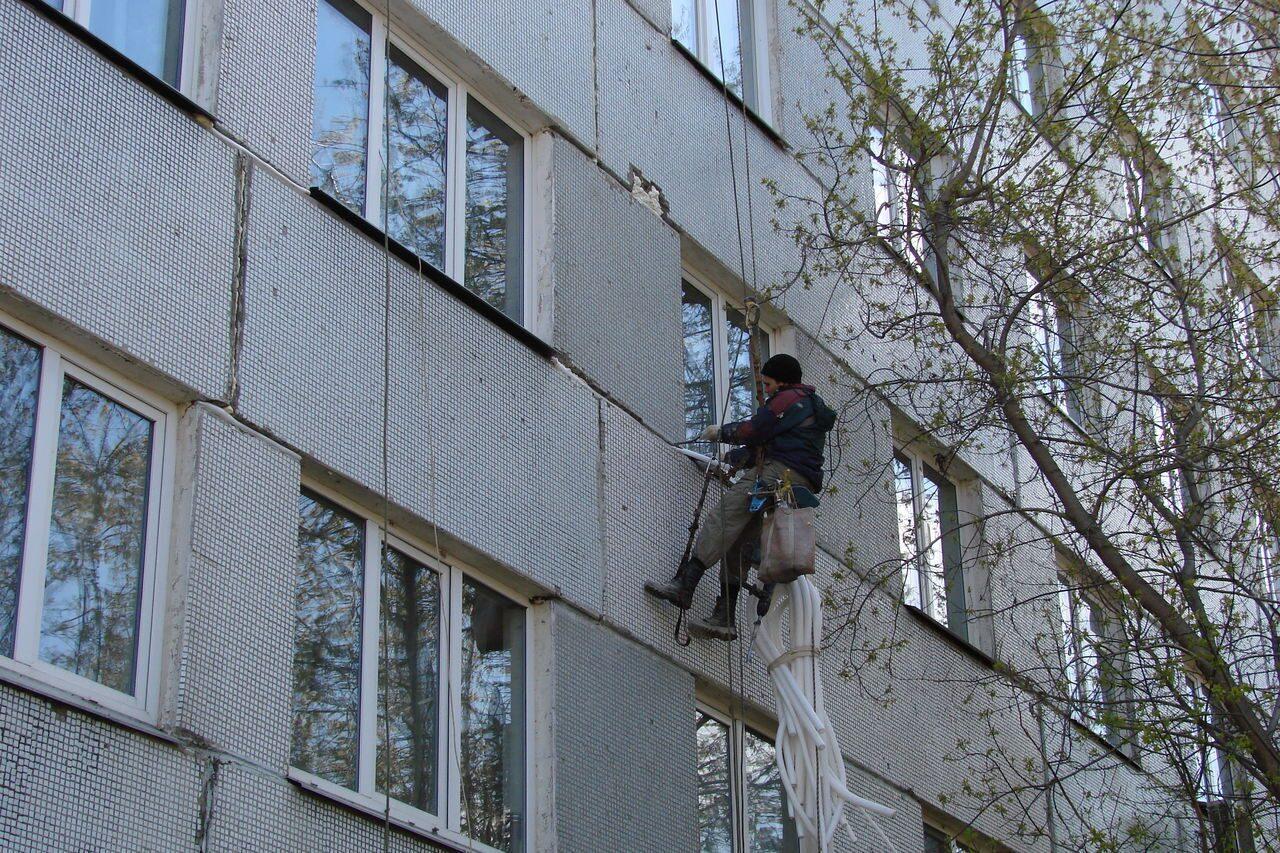 Заделка швов фасада дома